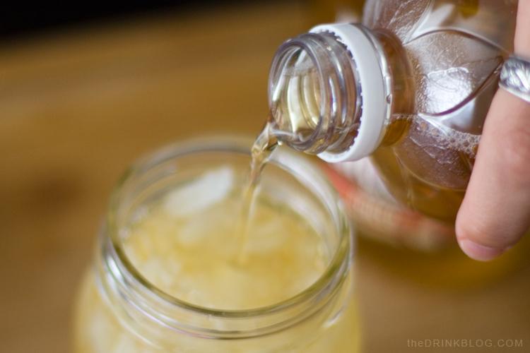 pour apple juice