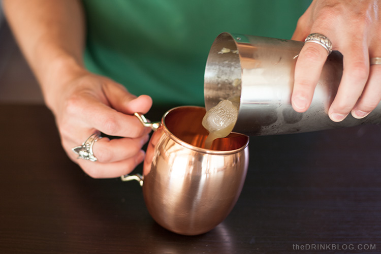 pour into Buxxu copper mug