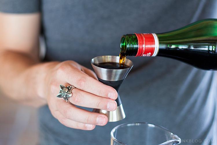 pour vermouth